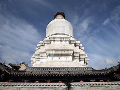 与洛阳的白马寺齐名;外观佛国五台山的象征【大白塔